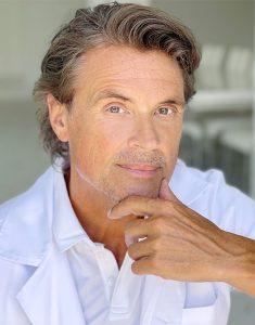 Dr Robert HEss